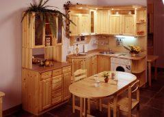 Кухни из сосны – востребованная мебель